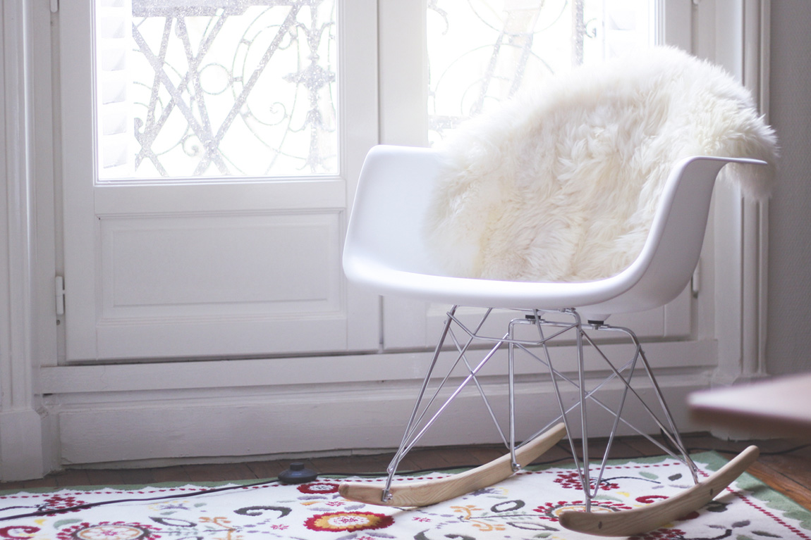 Appartement cosy dollyjessydollyjessy for Chaise bascule eames pas cher