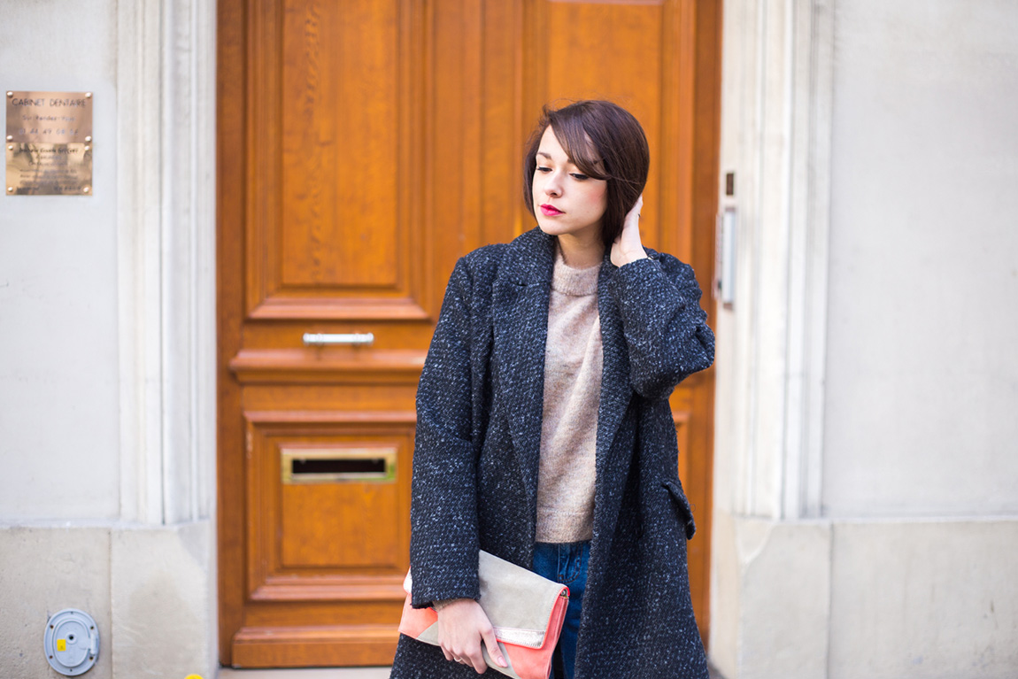 Blog mode lifestyle - french fashion blog. Mom Jean déchiré, pull en mohair, boots à lacets et plateforme, manteau coupe masculine Mango - Look 52