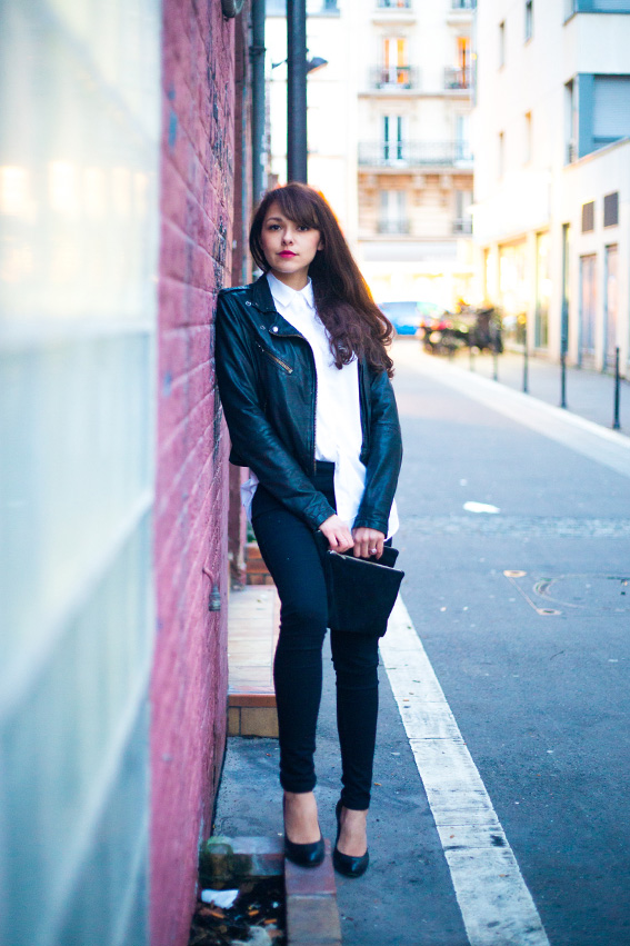 French fashion blog blogger lifestyle Dollyjessy. Rock style outfit on the street, leather perfecto, veste en cuir, jean skinny noir primark, esparpins noirs, pochette en daim Asos, chemise boyfriend blanche Asos, long curly hairs