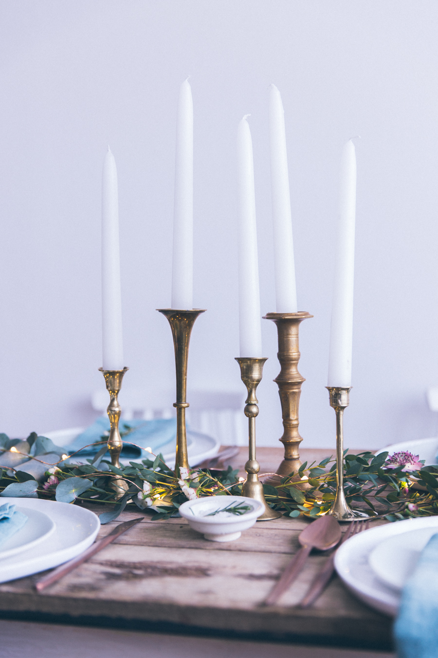 Idées décoration table de Noël 2016 2017 - style rustique scandinave - assiettes Merci - Shooting Inspiration dressage table de fêtes ou mariage scandinave - blog lifestyle dollyjessy