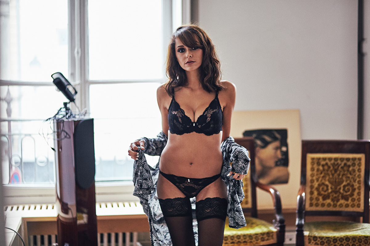 Implicite lingerie Simone Perele - sexy glamour ensemble en dentelle noir shooting mode blogueuse paris dollyjessy