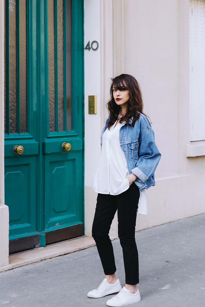 Blog mode paris look printemps 2018 - blogueuse parisienne mode lifestyle - comment porter la veste en jean d'homme, la veste en jean vintage, la veste en jean oversize - shooting paris 7 chino dpp noir collection été 2017