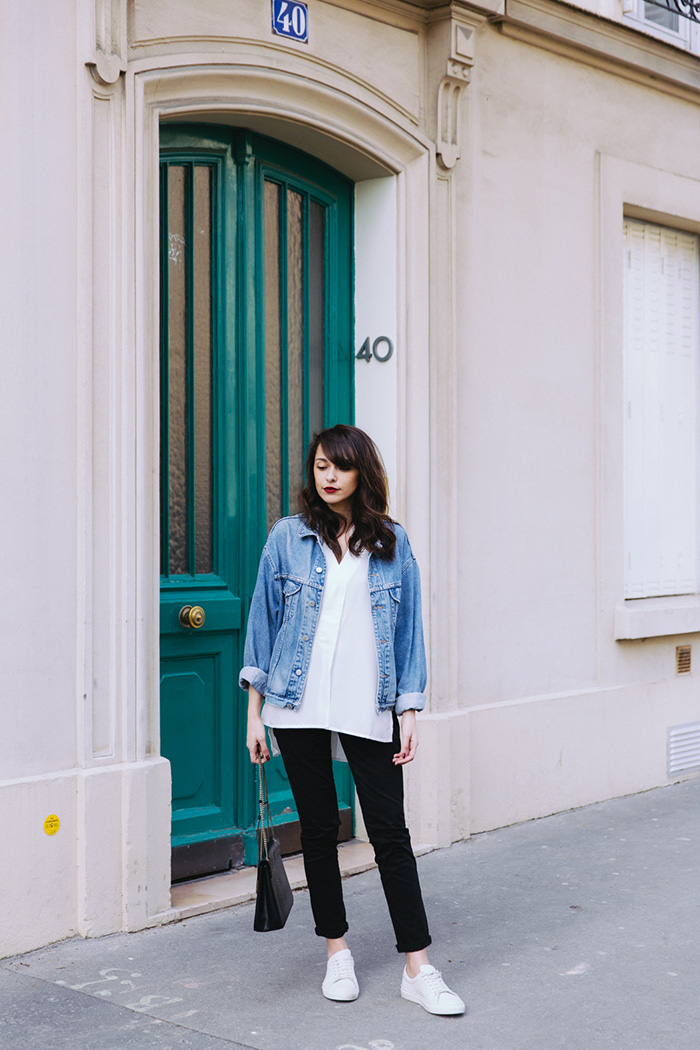 Blog mode paris look printemps 2018 - blogueuse parisienne mode lifestyle - comment porter la veste en jean d'homme, la veste en jean vintage, la veste en jean oversize - shooting paris 7