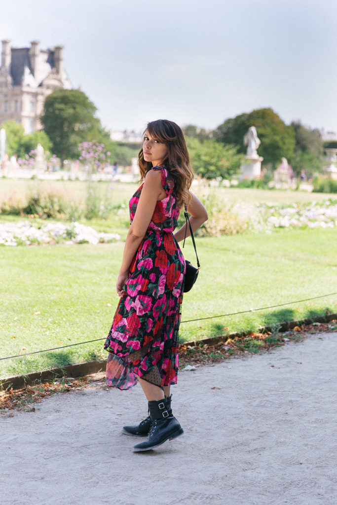 Blog mode Paris dollyjessy robe The Kooples collection été 2019 longue robe fleurie bottines en cuit Bash - shooting aux tuilleries