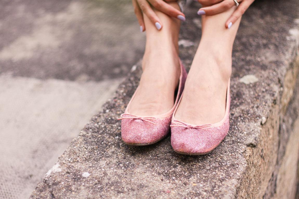DIY pour mettre des paillettes sur vos chaussures, ballerines, derbies, boots.