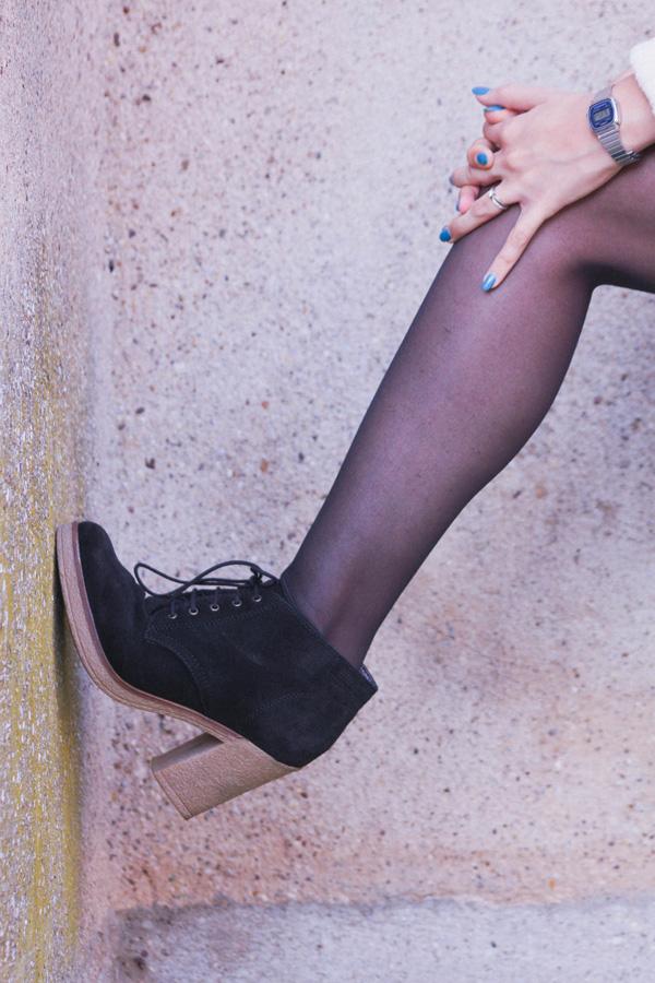 Tenue d'automne, petite jupe rouge H&M et pull en laine Jack Wills, boots Esprit.
