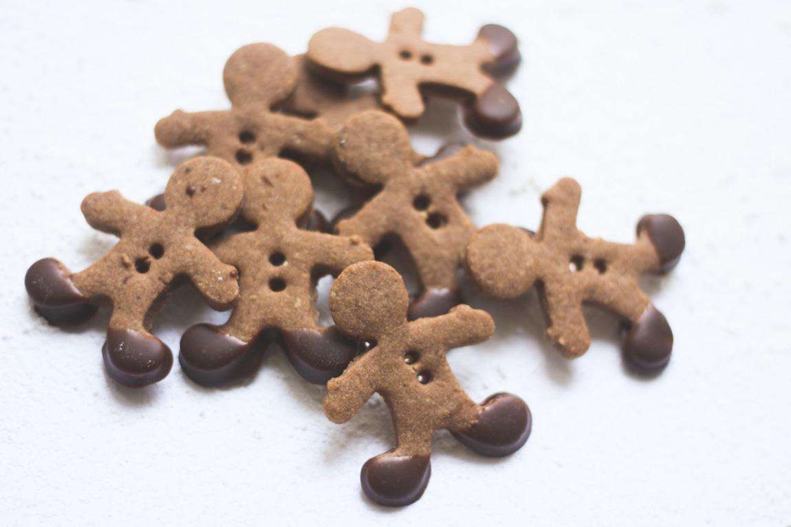 Recette petits biscuits gingerbread au chocolat et amandes. Blog cuisine Lifestyle Dollyjessy