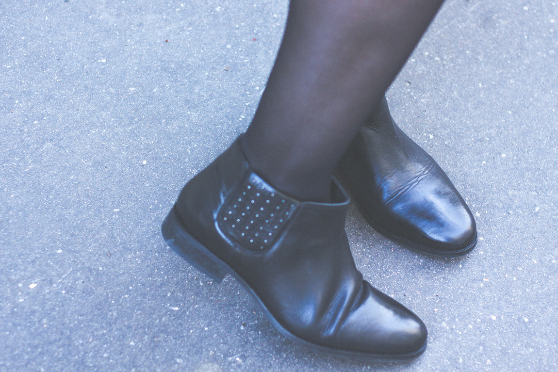 Fashion blog, Look Indiana: boots en cuir Monoprix, jupe Navajo Asos, Veste Levi's Homme, collier perles H&M, sac à dos - Dollyjessy blog Lifestyle