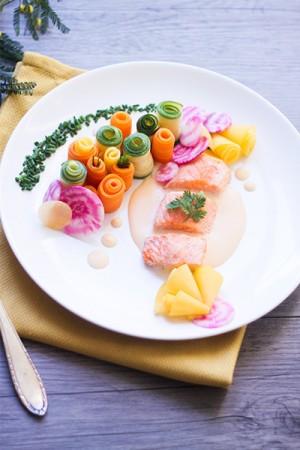 Saumon sauce au beurre blanc citronnée, jardin de légumes: carottes, topinambour, courgettes, betteraves roses - Recette Dollyjessy Blog Lifestyle cuisine