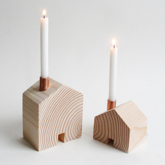 Bougeoirs en bois forme maison