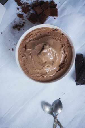 Recette de la glace au chocolat avec morceaux de brownies façon Chocolate Fudge Brownie de Ben & Jerry. Blog lifestyle cuisine Dollyjessy