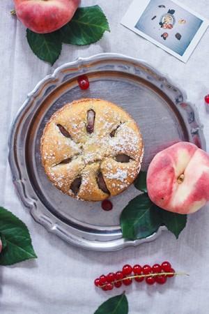 Blog cuisine food - recette cake à la pêche plate, recipe peach cake. Pêche blanche, gâteau à la vanille