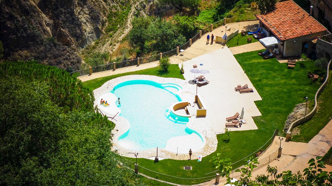 Piscine de l'hôtel Borgo San Rocco Resort Hotel Blog en Sicile / Sicily lifestyle voyage dollyjessy