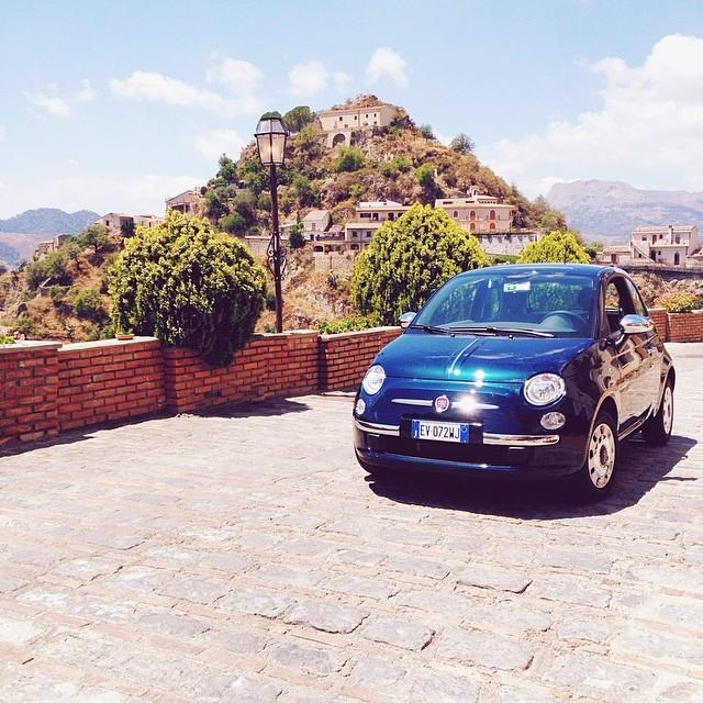 Savoca, petit village de Sicile au sommet d'une montagne:Borgio Resort hôtel. Voiture Fiat 500 de location. Blog Lifestyle voyage Dollyjessy