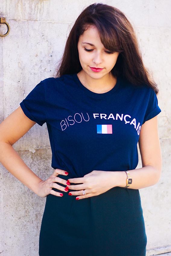 Dollyjessy blog mode lifestyle: look au panthéon avec veste en tweet Mango, t-shirt Bisous Français Florette Paquerette, jupe The Kooples, boots Sézane, sac Madewell