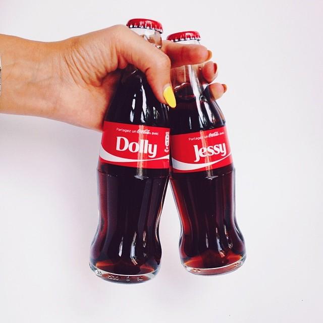 Instagram blogueuse mode lifestyle dollyjessy: partagez un coca cola bouteilles personnalisées