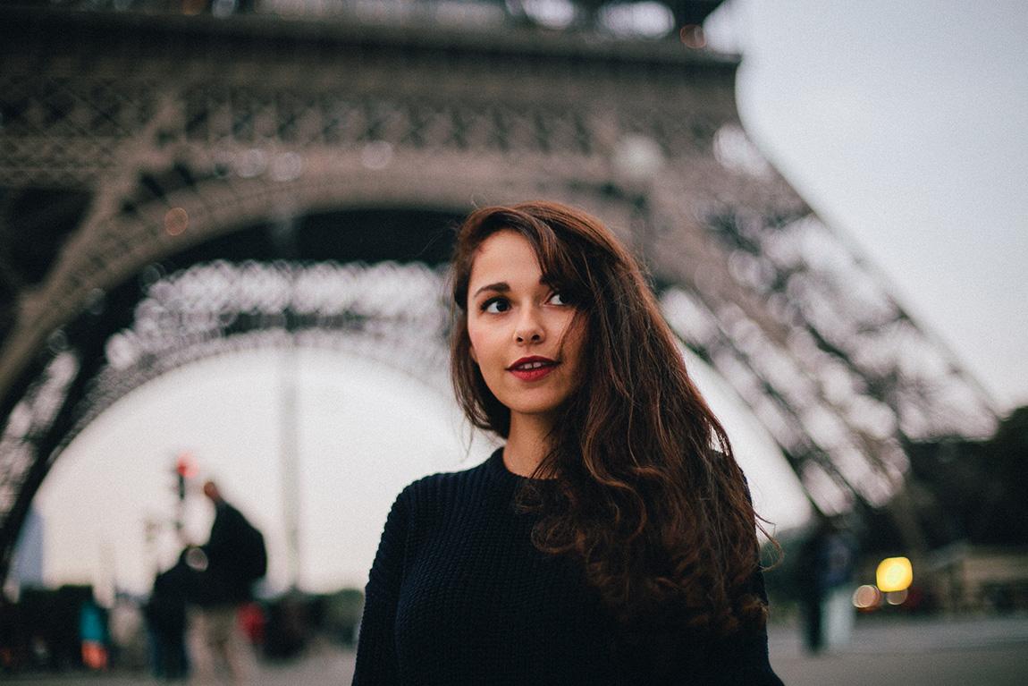 Blog mode français, shooting à la tour Eiffel, French fashion blog Paris: pull american apparel, jupe mango, boots Esprit, shooting Michelle Mosqueda