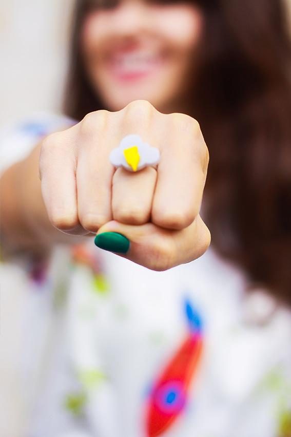Blog mode français, french fashion blog Dollyjessy: jupe crayon à carreaux H&M, t-shirt spatial fusées Sheinside, lunettes de soleil Mister Spex, pochette Asos, look Paris