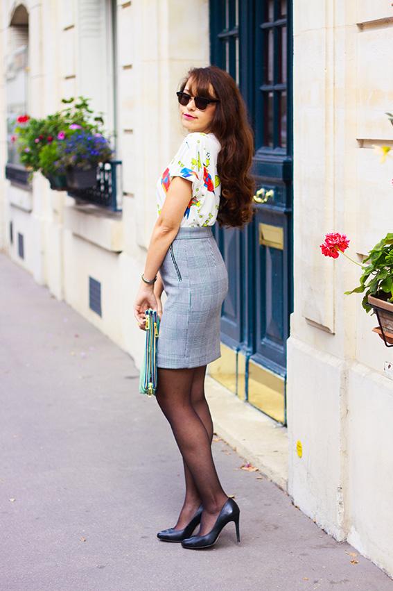 Blog mode français, french fashion blog Dollyjessy: jupe crayon à carreaux H&M, t-shirt spatial fusées Sheinside, lunettes de soleil Mister Spex, pochette Asos