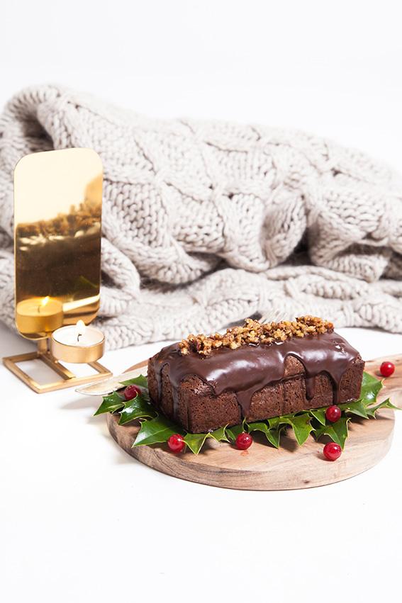 Cake au chocolat et noix de pécan, façon Brownies - Recette gâteau fondant au chocolat, avec glaçage chocolat fond et éclats de noix de pécan caramélisées. Blog lifestyle mode cuisine Dollyjessy