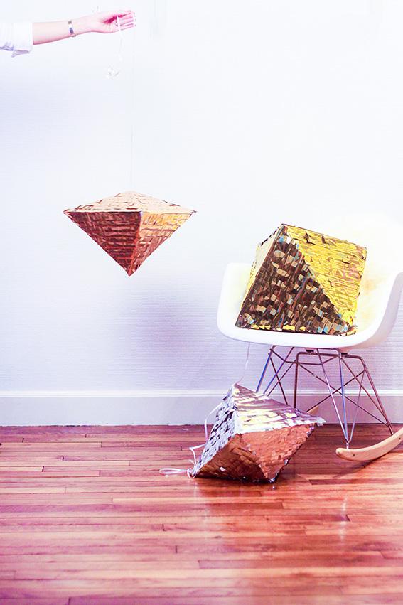 DIY, fabriquer une pinata géométrique métalisée ou pinata diamant avec confettis. DIY Facile pour les fêtes, remplacer la boule à facette DIY noël