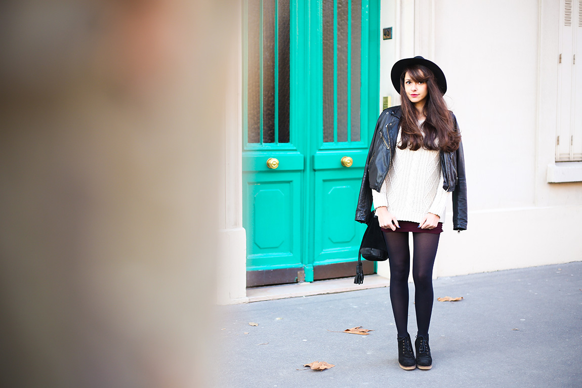 Dollyjessy, blog mode et lifestyle. Tenue d'hiver maille et cuir avec le pull Marylin de Gérard Darel, un chapeau, une jupe tube Primark, un perfecto en cuir, sous pull uniqlo HEATTECH. French fashion blog.