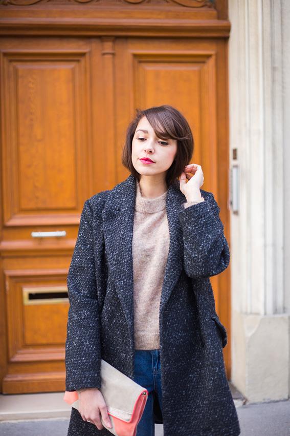 Blog mode lifestyle - french fashion blog. Mom Jean déchiré, pull en mohair, boots à lacets et plateforme, manteau coupe masculine Mango - Look 52