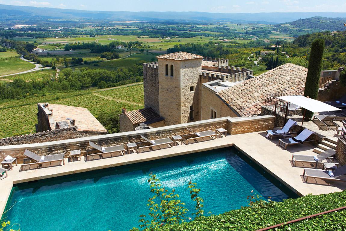 Magnifique piscine relai château Crillon le brave en Provence, séjour nuit de noce ou lune de miel. Blog lifestyle voyage Dollyjessy
