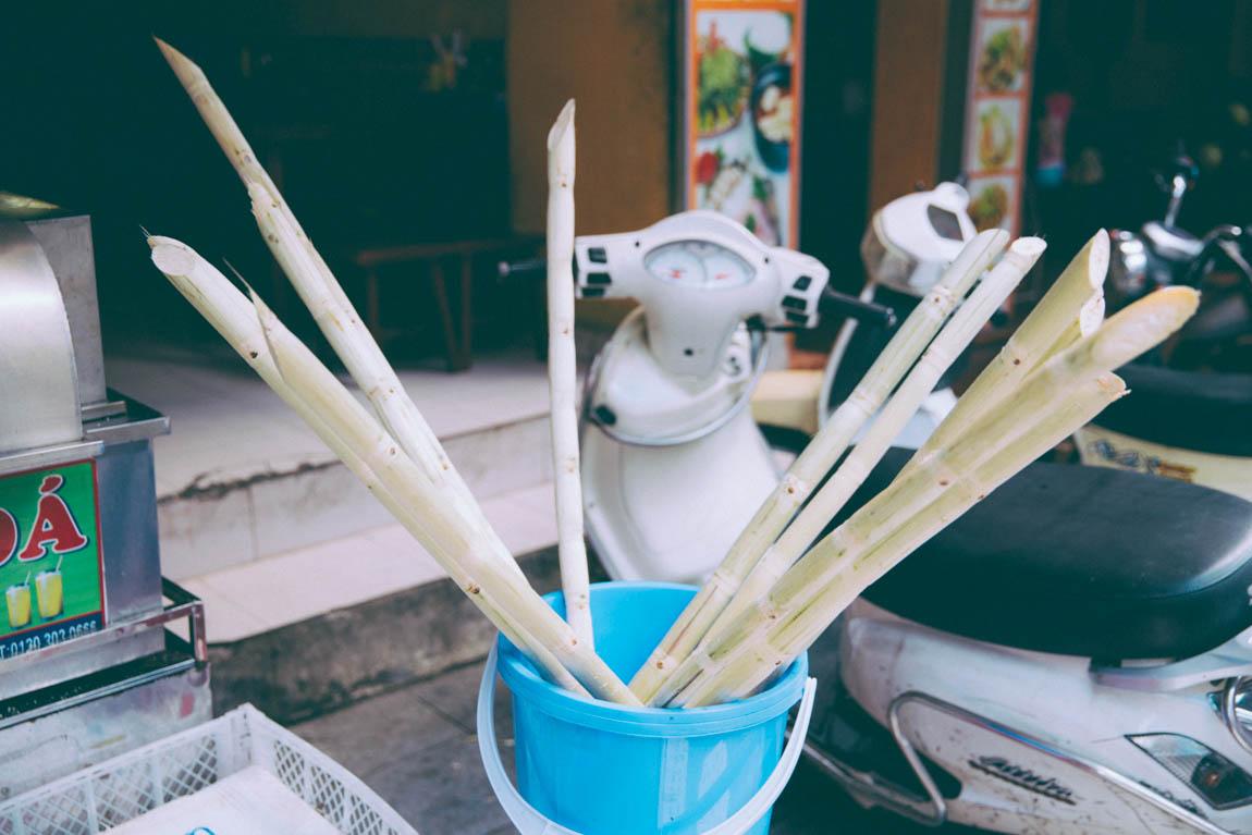 Photo Hanoï Vietnam - voyage blog trip avec l'agence de voyage Comptoir des voyages. Photographie. Visite du Vietnam, hanoï.  Sucre de cannes pressé