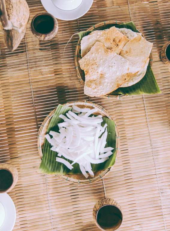 Nourriture Nourriture vietnamienne noix de coco fraiche et galettes de riz fait maison - voyage au vietnam découverte de la gastronomie locale chez l'habitant en immersion Blog voyage crevettes roses cuites et marinées - voyage au vietnam découverte de la gastronomie locale chez l'habitant en immersion