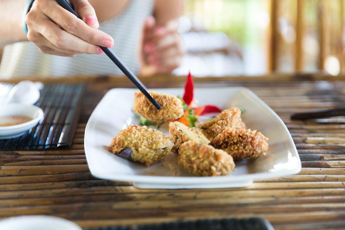 Nourriture vietnamienne bouchées au poulet - voyage au vietnam découverte de la gastronomie locale chez l'habitant en immersion  Blog voyage