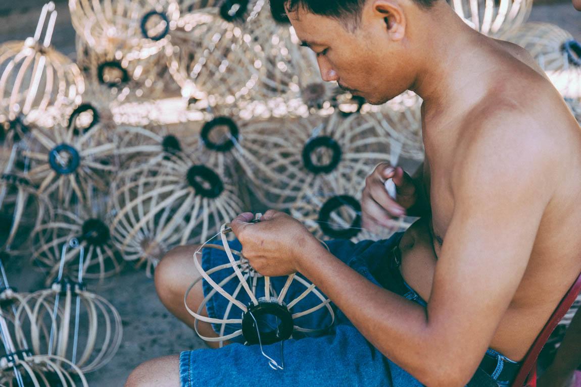 Fabrication de lanternes chinoises en papier  voyage en asie au Vietnam