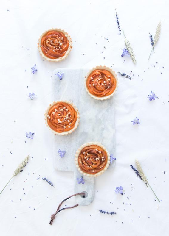 Tartelettes aux abricots en forme de fleurs - confiture abricot Alain Milliat - Recette blog cuisine lifestyle dollyjessy tarte à l'abricot