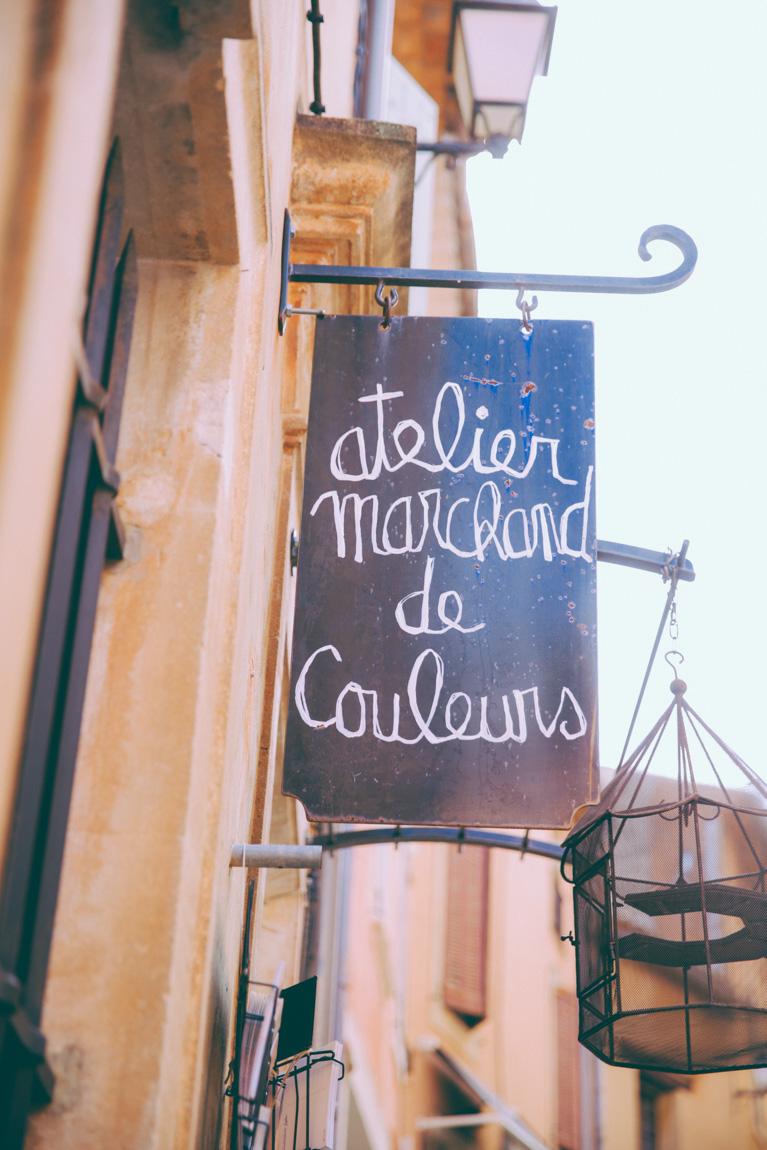 Atelier marchand de couleurs Roussillon rues de provence
