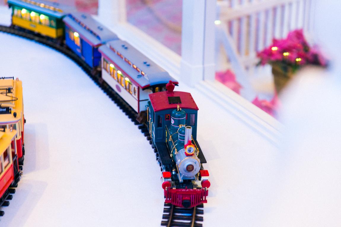 Noël à Disneyland Paris -  Petit train de Noël hôtel disney - blog lifestyle - blogueuse parisienne
