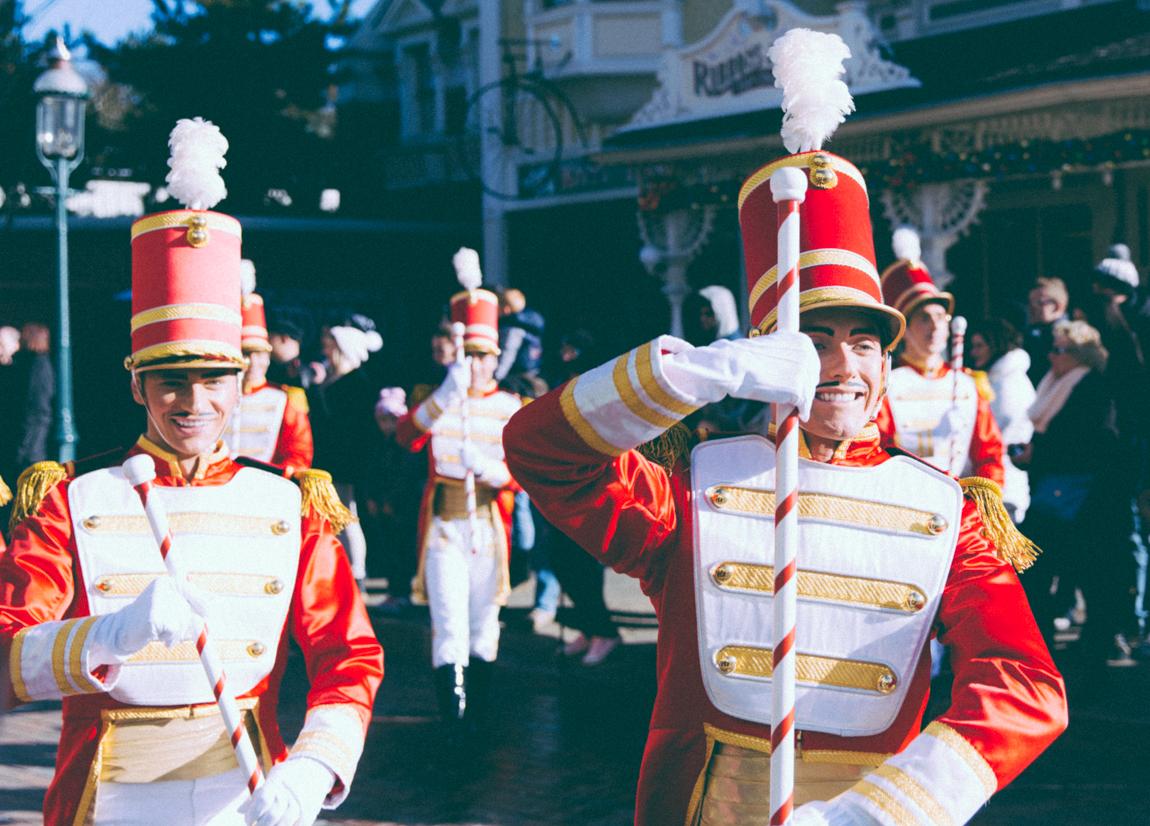 Noël à Disneyland Paris - Parade de Noël avec le père Noël - blog lifestyle - blogueuse parisienne