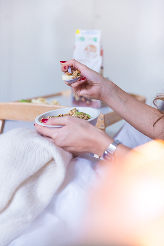 Photographie Lifestyle blogueuse mode Paris - Petit déjeuner au lit avec Special K