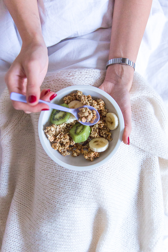 Photographie Lifestyle blogueuse mode Paris - Petit déjeuner au lit avec Special K Crunchy Muesli Spécial K