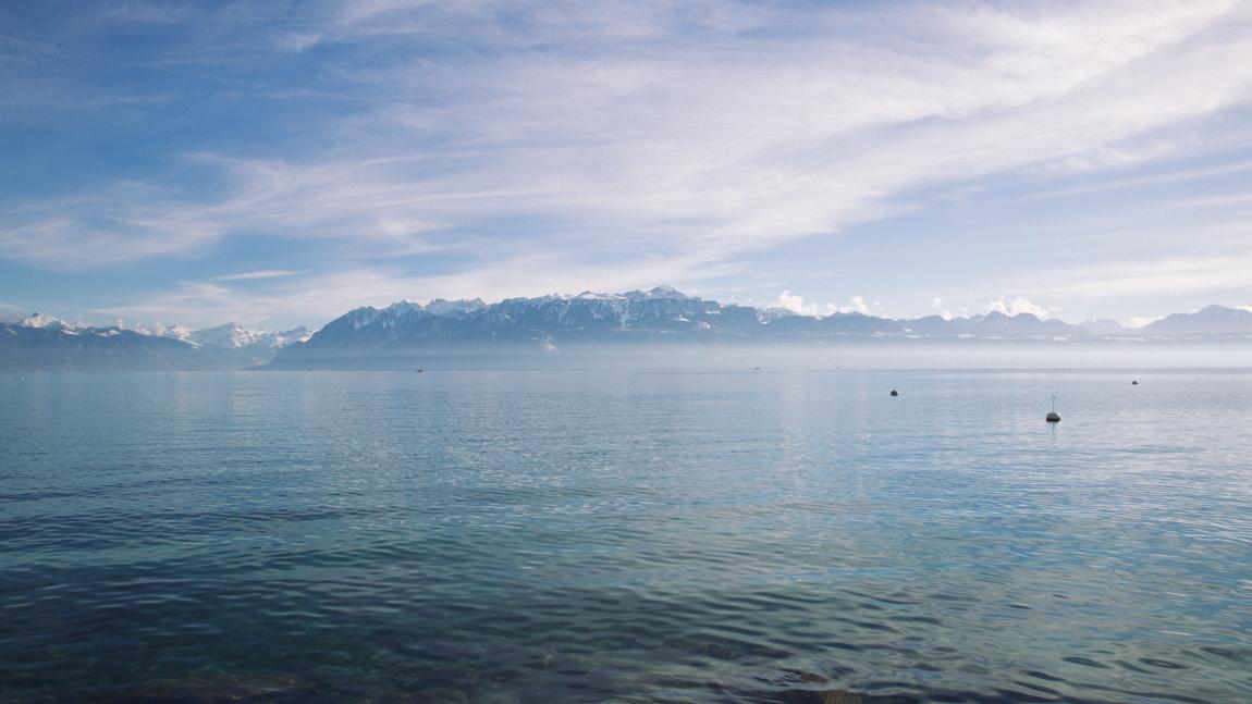 Lac Léman vue hôtel Beau Rivage Palace Lausanne Suisse - blog voyage trip lifestyle photographie de voyage professionnelle - belles photos de blogueurs
