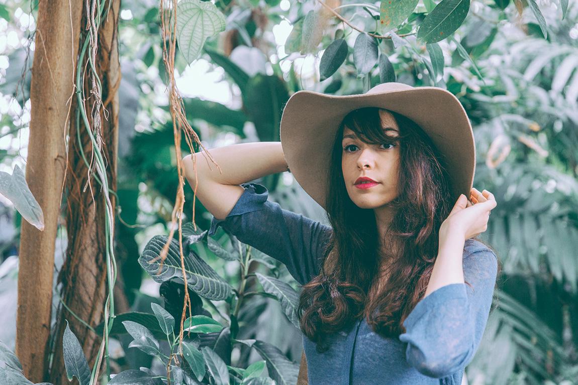 Comment porter un grand chapeau ? Astuces et conseils mode - tenue de festival blog mode dollyjessy