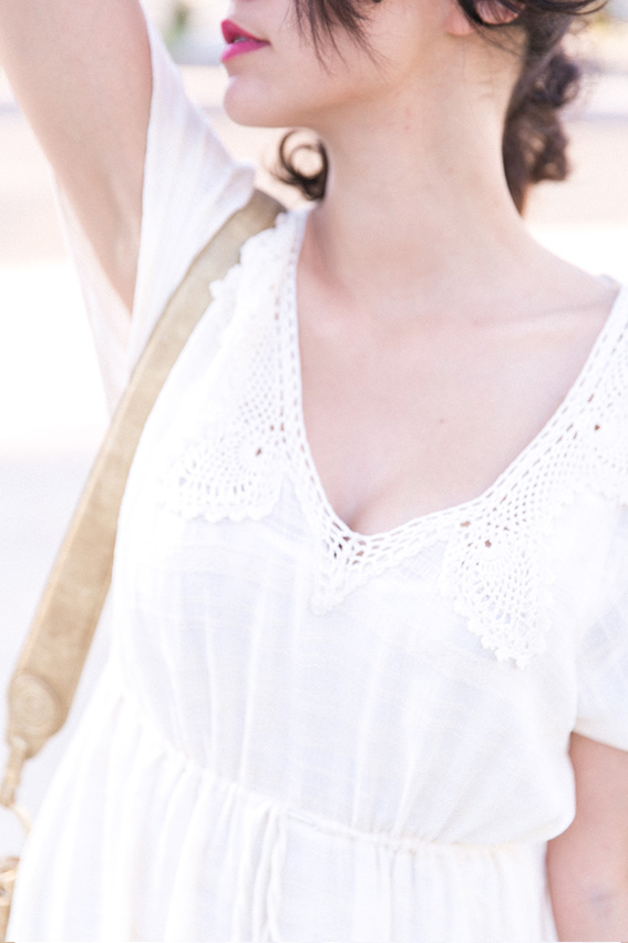 Look bohème longue robe blanche dentelle Urban Outfitters - Blog mode Paris conseils mode - Blogueuse Mode Dollyjessy
