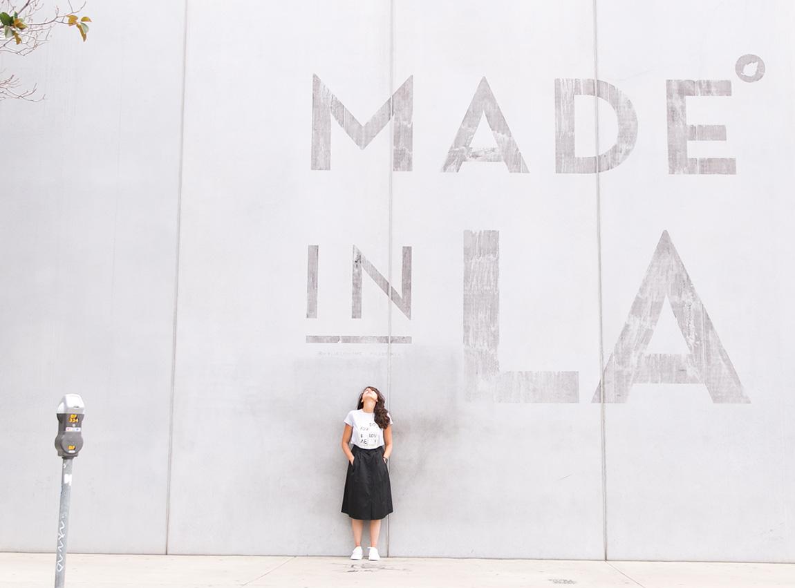 blogueuse mode Paris shooting mode Los Angeles mur graphique MADE IN LA - les meilleures endroit graffitis à Los Angeles.Total look Agnès b. collection automne hiver 2016