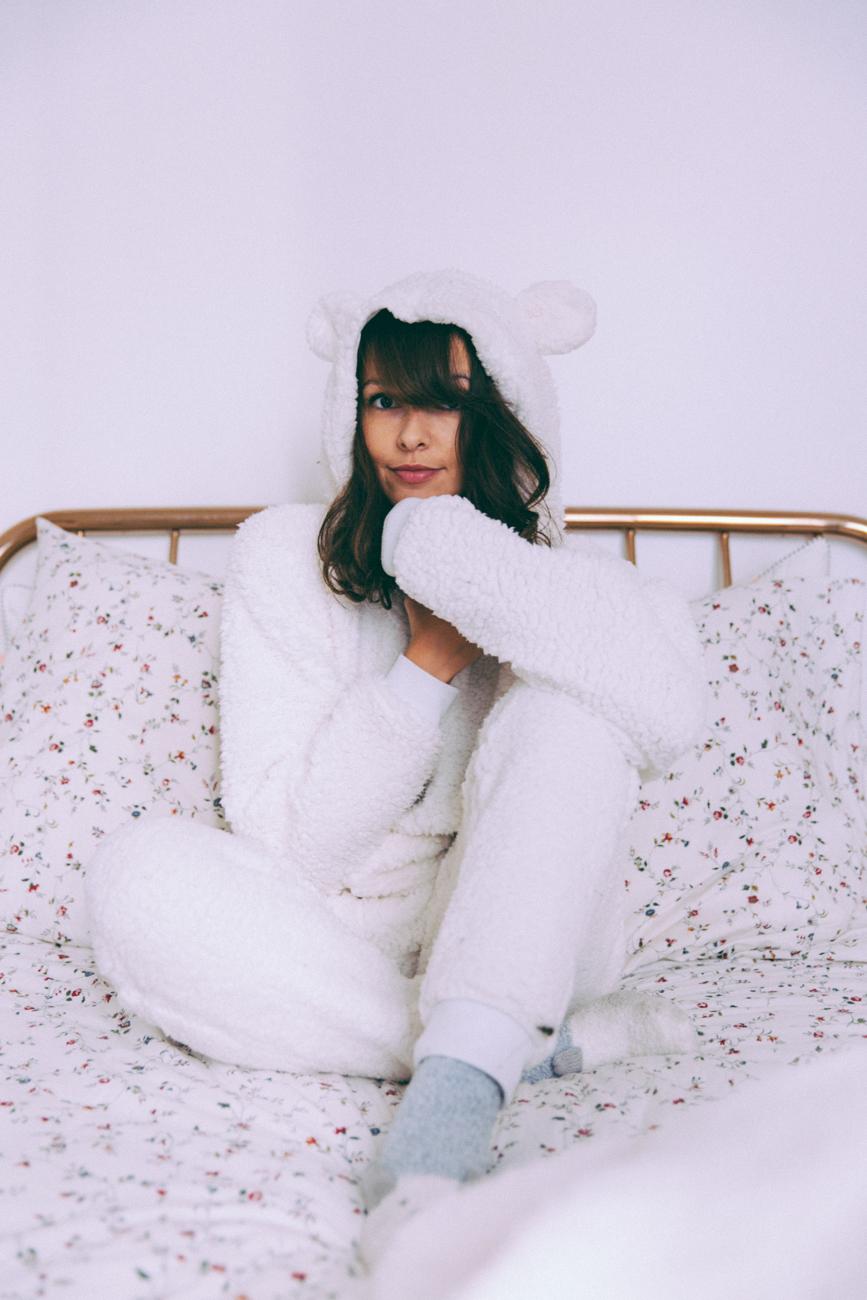 Blogueuse mode lifestyle société humeur - pyjama combinaison oreilles ours blanc cache cache - blog mode paris bonne année 2017