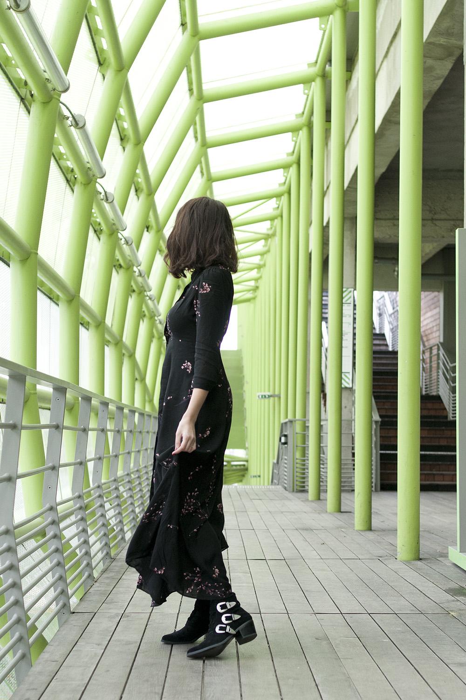 Shooting mode Paris 13 Cité de la mode et du design, les docks photographe Virginie Zilbermann blog mode Paris blogueuse parisienne dollyjessy - Comment porter la longue robe fleurie en hiver ?