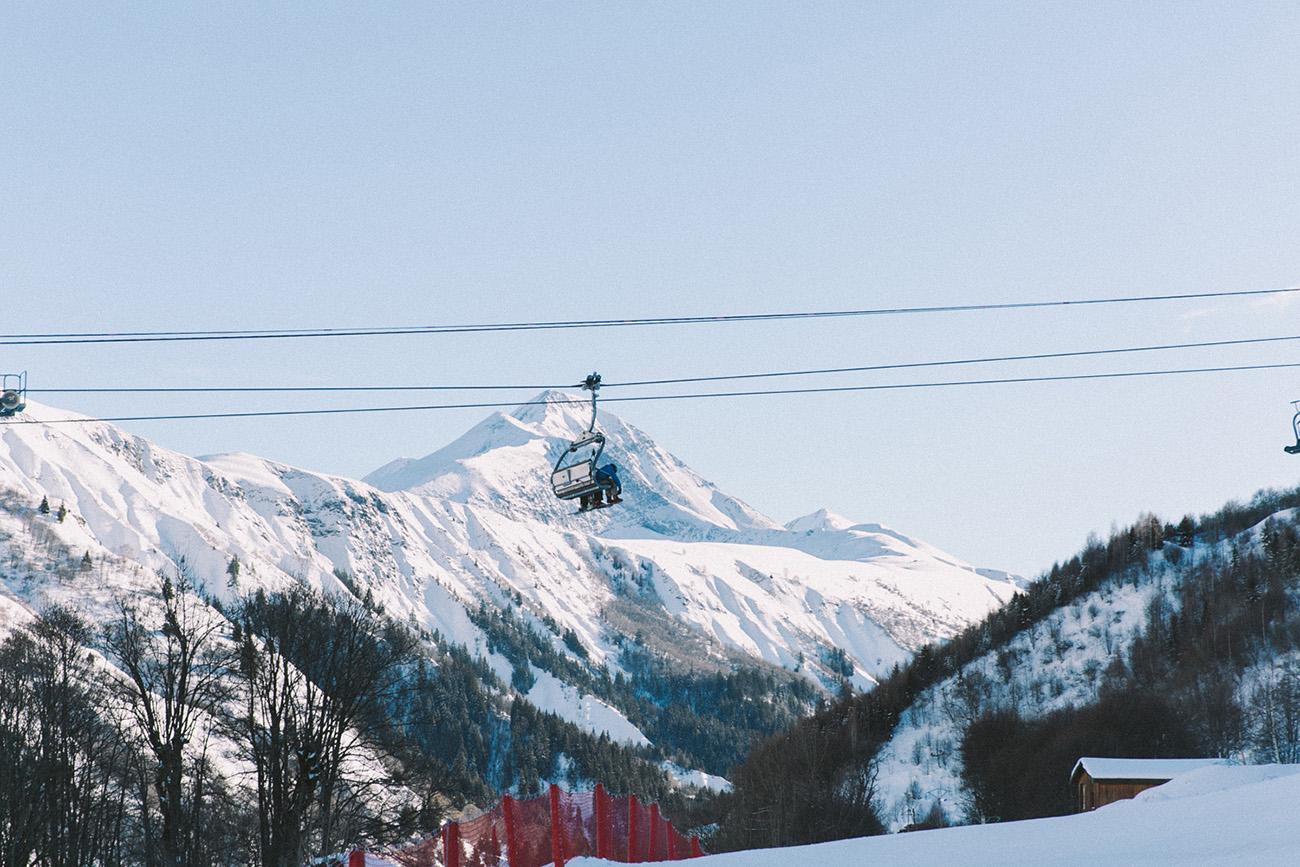 Stations de ski Les Sybelles séjour à la montagne en famille, entre amis en couple en Savoir station bon rapport qualité prix