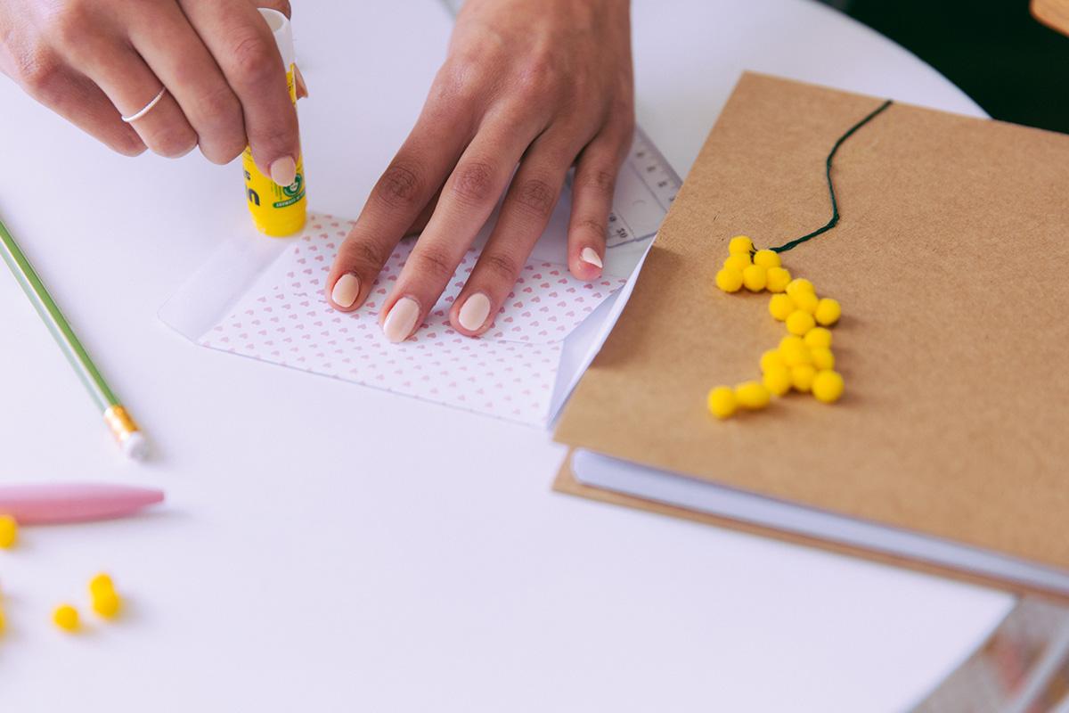 DIY fabriquer des enveloppes à motif album photo personnalisés polaroids fujifilm photo instantannées blog lifestyle paris dollyjessy