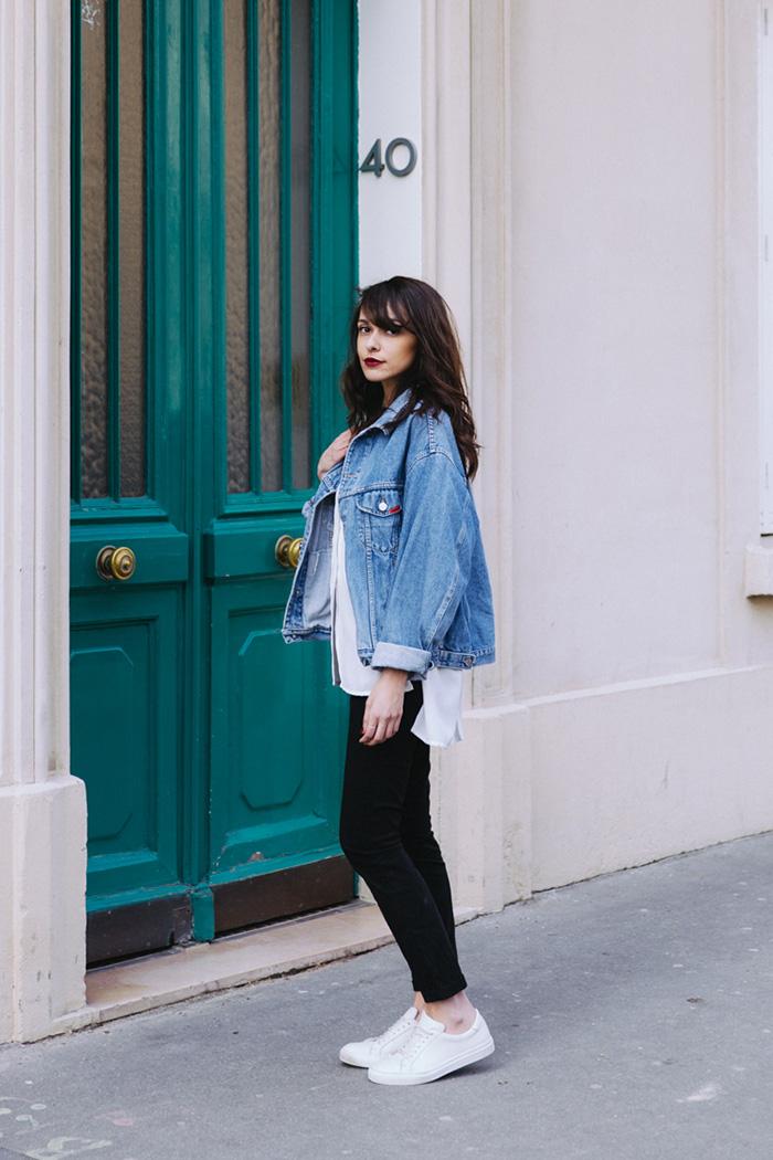 Blog mode paris look printemps 2018 - blogueuse parisienne mode lifestyle - comment porter la veste en jean d'homme, la veste en jean vintage, la veste en jean oversize - shooting paris 7