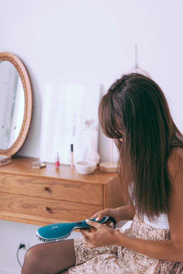 Blogueuse mode parisienne beauté lifestyle dollyjessy blog de qualité beaux contenus belles photographies Paris blogueuse éthique - blogueuse brune cheveux bouclés