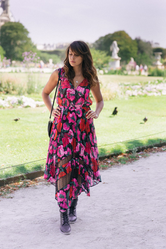 Blog mode Paris dollyjessy robe The Kooples collection été 2019 longue robe fleurie bottines en cuit Bash - shooting aux tuilleries
