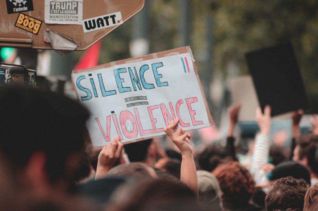 Violence sociale en France, politique d'immigration désastreuse, violence policière, la justice n'est pas la même pour tous, des morts pour rien